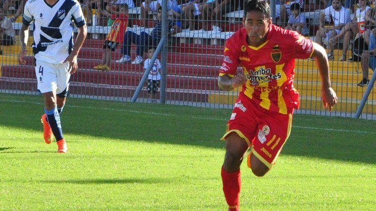 Pablo Vergara viene de pelear el ascenso a la Superliga con Almagro. Juega por izquierda en mitad de cancha.