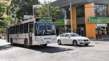 El aumento del pasaje urbano generó polémica en la población.