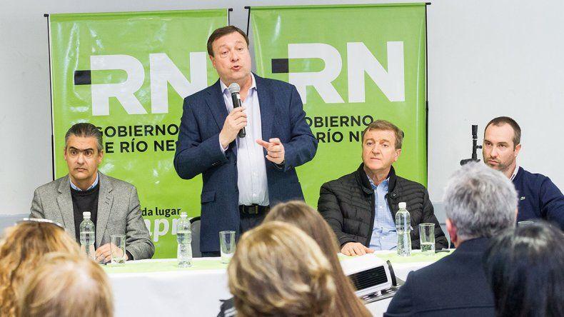 El gobernador encabezó la apertura de sobres en la Asociación Española.