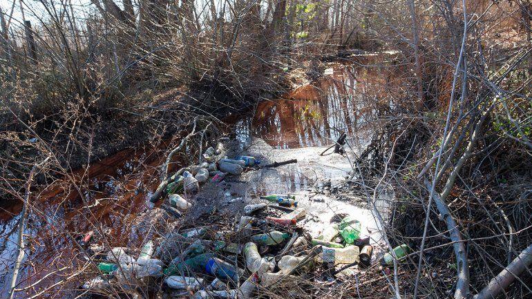 El Canal de los Milicos genera contaminación en la zona ribereña desde hace varios años.