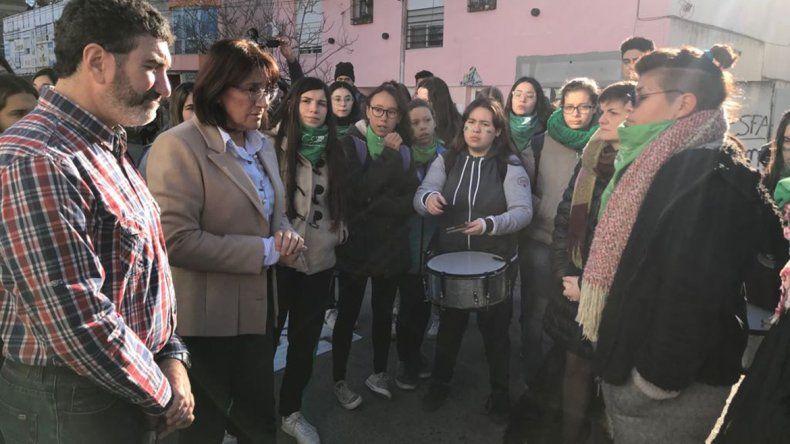 Quieren que en las escuelas se discuta sobre el aborto legal