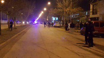 La Policía hizo un gran despliegue en el lugar del hecho y, en un primer momento, demoró a dos vecinos de Garcés.