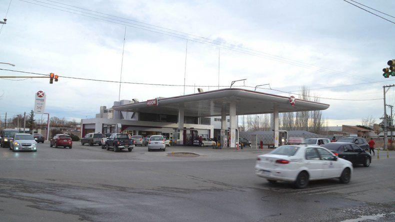 Los delincuentes intentaron asaltar a un empleado de la estación de servicios de calle Mariano Moreno cuando los bicipolicías se alejaron del lugar.