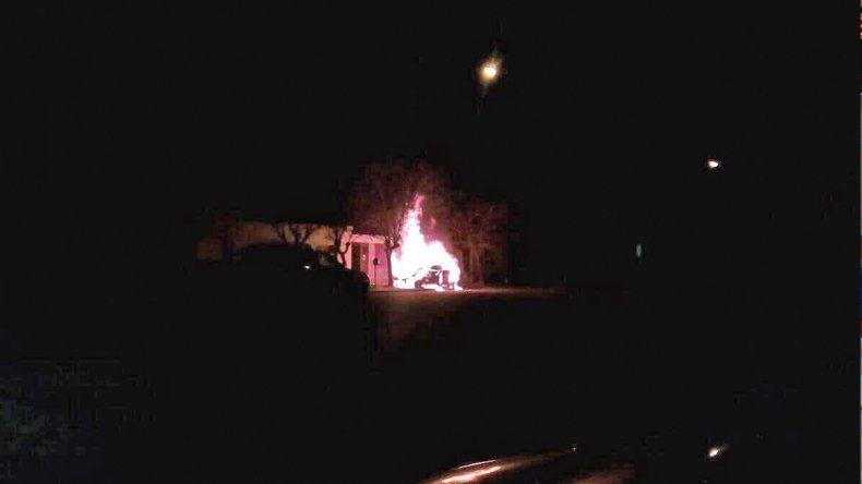Misterio: se incendió un auto último modelo e investigan si fue intencional
