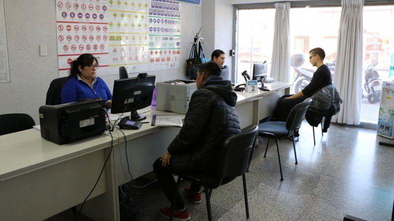 Capacitarán a empleados rionegrinos y neuquinos en Cipolletti.