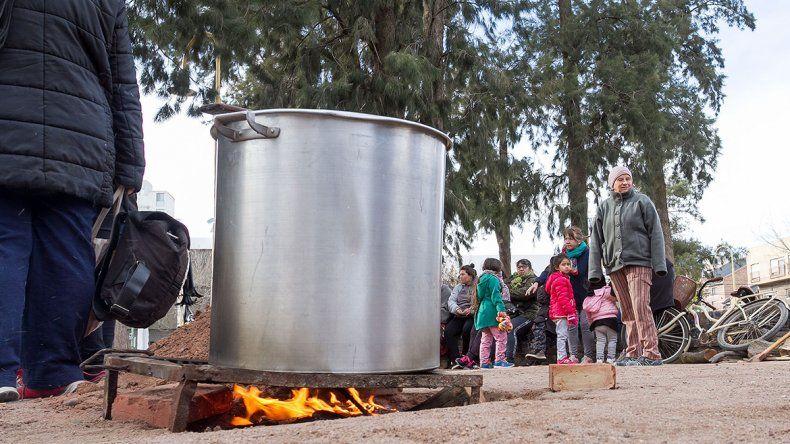 Organizaciones sociales realizaron una olla popular en el centro cipoleño
