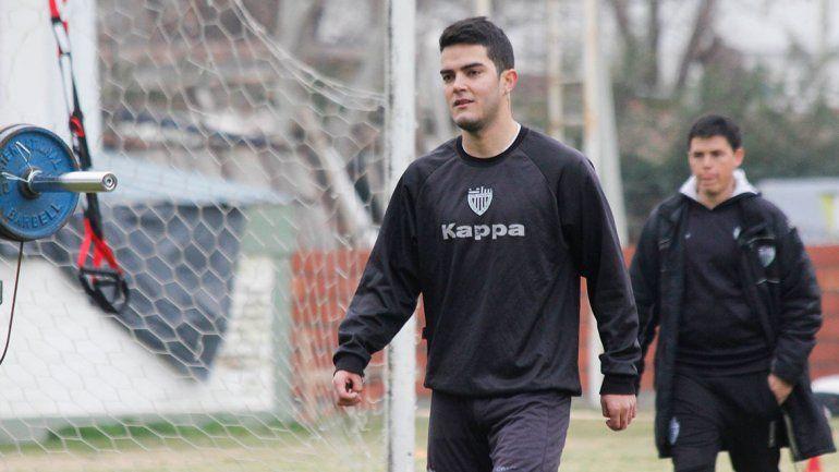 Aguirre se sumó en silencio y se va metiendo en el equipo del Albinegro.