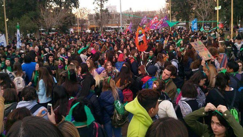 Una ola verde copó las calles cipoleñas para pedir por el aborto legal