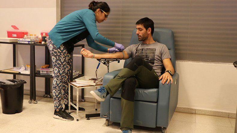 El proceso se inicia con una donación de sangre.