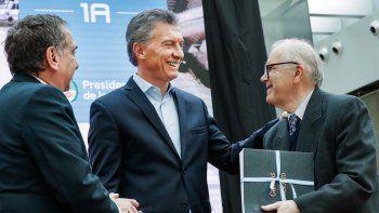 El presidente Mauricio Macri encabezó el acto en el que se presentó el nuevo satélite construido por la empresa estatal rionegrina Invap.
