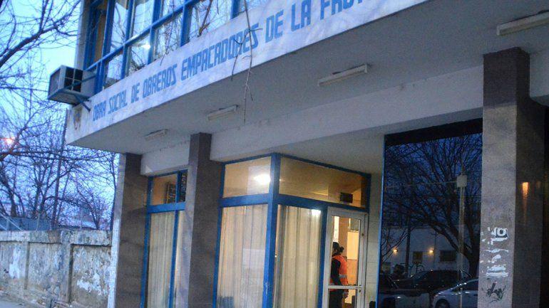 Allanaron la sede de la obra social del sindicato de la fruta