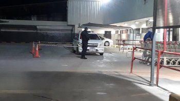 pelearon en el estacionamiento del supermercado y uno fue apunalado
