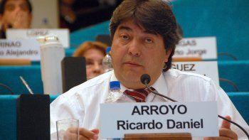 el legislador arroyo pidio que ministros se hagan una rinoscopia
