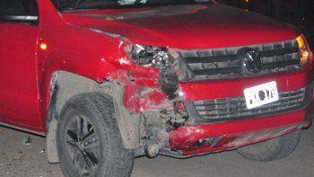 Chocaron una camioneta y una moto. Esta última quedó destrozada.