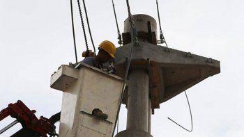 El Gobierno de la Provincia trabaja en el tendido eléctrico.