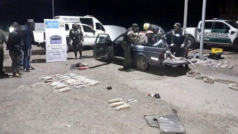 Atraparon a 2 narcos que llevaban 29 kilos de marihuana a Bariloche
