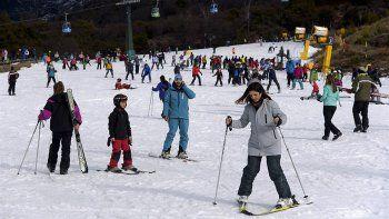 la nieve rionegrina atrajo a 300 mil turistas en dos meses