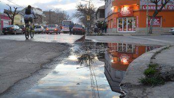 Los desbordes cloacales en calle Roca son continuos y muy desagradables.