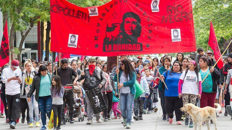 El Movimiento La Dignidad figura entre las organizaciones convocantes.