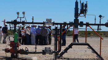 nueve empresas planean invertir en areas petroleras