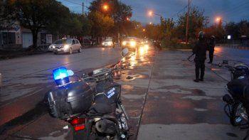 paseaba con una moto robada, lo descubrieron y se escapo a pie