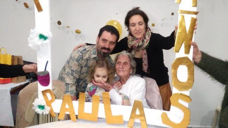 Una abuela cipoleña cumplió 100 años y entró a su fiesta con el tema Resistiré