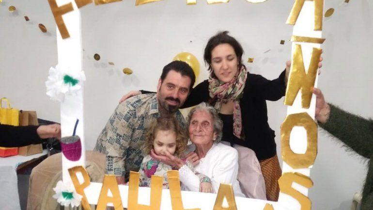Doña Paula celebró sus 100 años de vida junto con sus seres queridos.