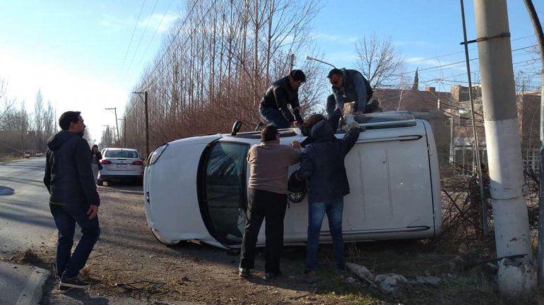 Perdió el control de la camioneta y volcó: por fortuna no hubo heridos