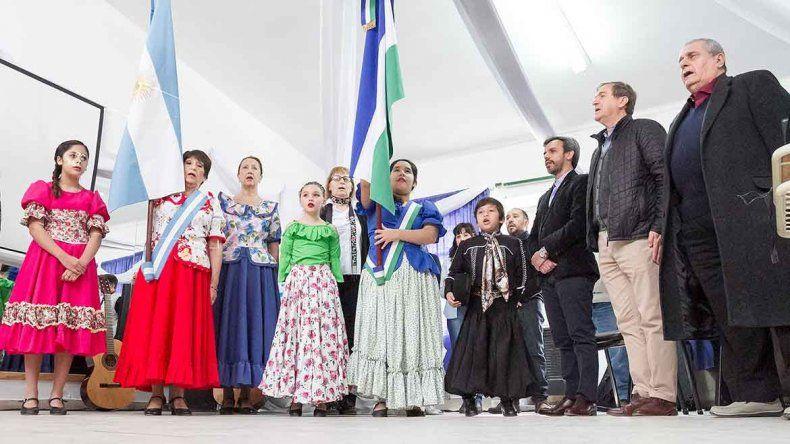 La Escuela Provincial de Folclore que funciona en las 300 Viviendas celebró ayer sus 50 años de vida.