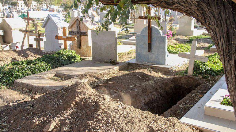 Cementerio municipal está colapsado: hay 30 cuerpos sin lugar desde hace meses