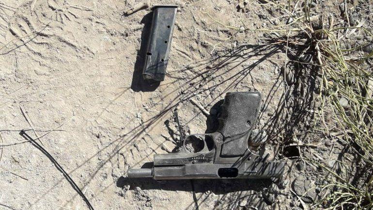 Recuperan pistola robada a un policía tras persecución