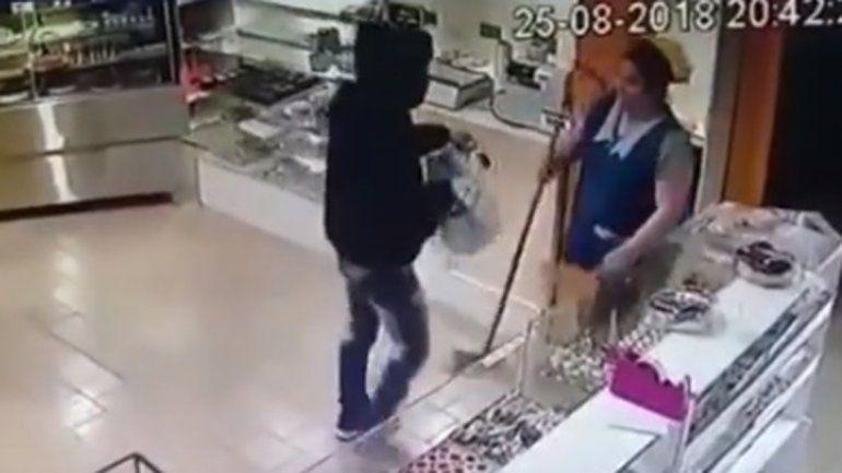 Así fue el robo a una panadería en General Roca
