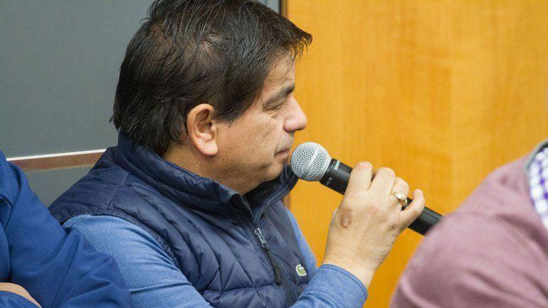 López anunciará su renuncia en Fernández Oro. Ayer sumó otro reclamo interno por la compra de una BMW.