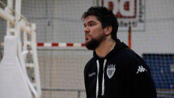 Rubio, además del técnico principal, es el coordinador de todo el básquet.
