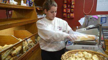 El pan y las facturas se están volviendo difíciles de adquirir. Los precios se irán acomodando durante la semana y pueden llegar a niveles muy altos.