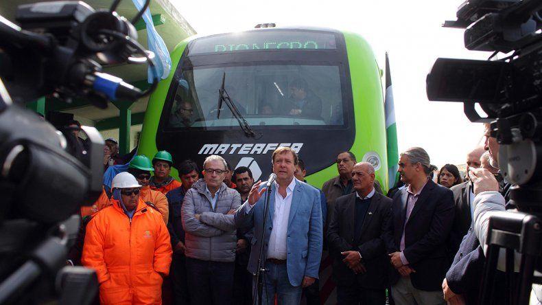 Weretilneck criticó a Macri tras presentar el nuevo Tren Patagónico.