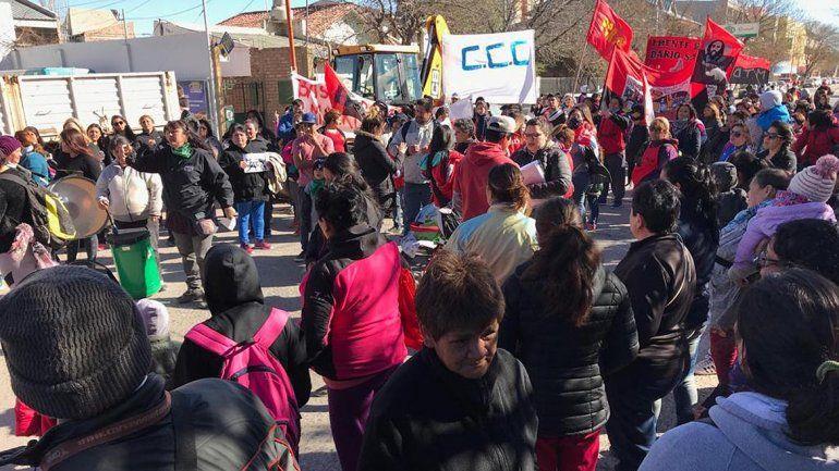 Organizaciones sociales marcharon a la Anses cipoleña por el aumento de la pobreza