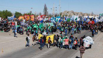 10 mil personas coparon el puente en defensa de las universidades