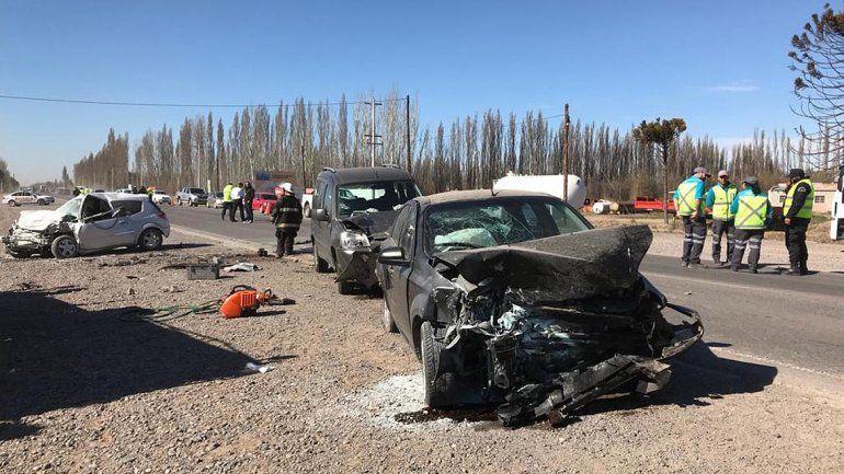 Impactante triple choque en la Ruta Nacional 22 dejó a cinco personas heridas
