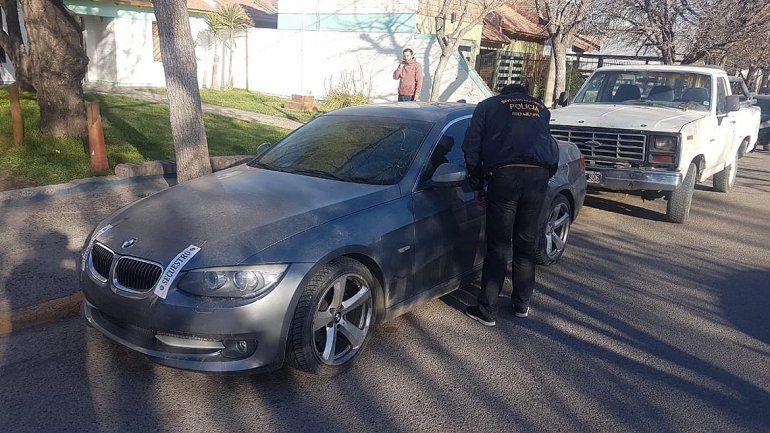 Atraparon lujoso auto trucho que intentaban ingresar al mercado regional
