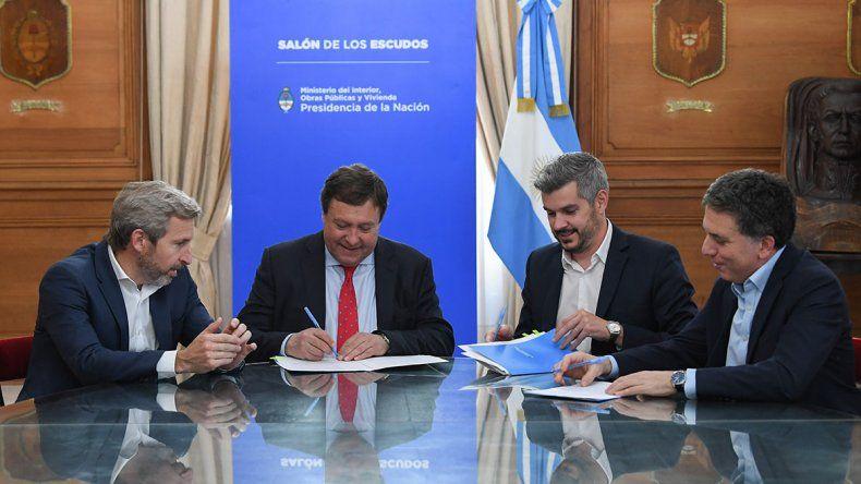 Alberto Weretilneck firmó el acuerdo junto a Marcos Peña