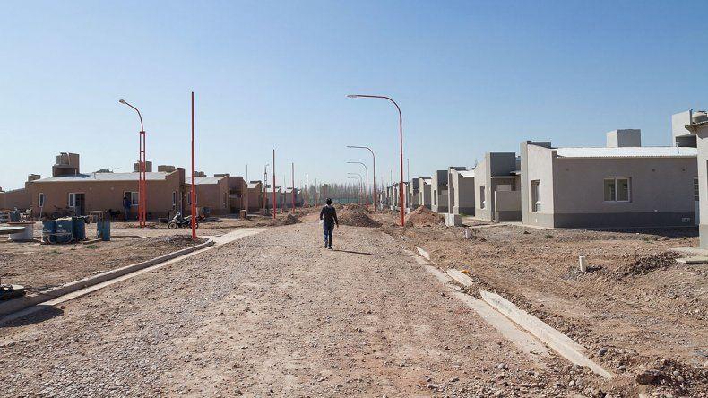 A través de WhatsApp organizaban la toma de un plan de viviendas en el DVN