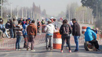 obreros rurales levantaron el corte en la ruta nacional 22