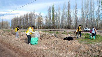 vecinos salieron a limpiar los puntos criticos de la ciudad