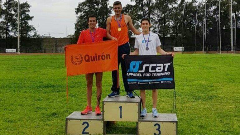 Antonio Ruiz en el podio de los 1500 metros