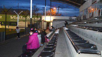 La platea es la puerta de acceso al estadio para cientos de personas que a diario acompañan la actividad de inferiores y primera división.