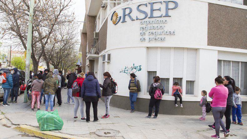 Organizaciones sociales se movilizaron al EPRE por los subsidios populares