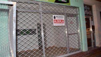 Los comercios cerrados dejan una impronta notoria en el paisaje urbano.