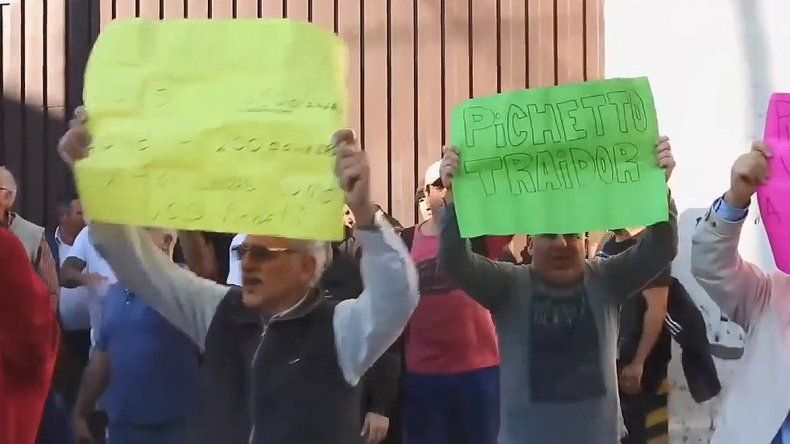 Jubilados escracharon a Pichetto en un acto en Quilmes