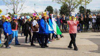 El año pasado hubo asueto en la comuna el 3 de octubre y el desfile cívico-militar se llevó a cabo el domingo 1° de ese mes. Este año no habrá asueto.